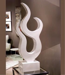 Escultura alta blanca