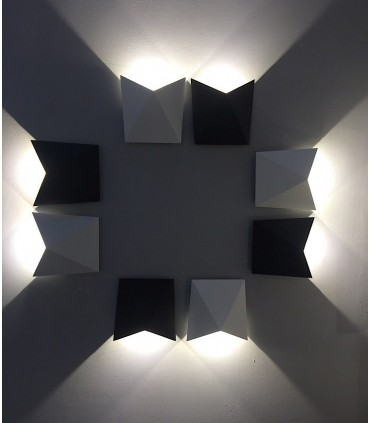 Combinación de apliques exterior led Triax blancos y gris oscuro.