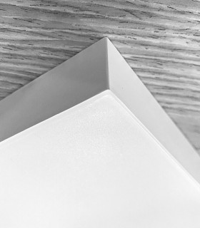 Plafón cuadrado sin marcos fino 24w 4000K 1920lm 19x19x2.7cm blanco. Vista lateral.