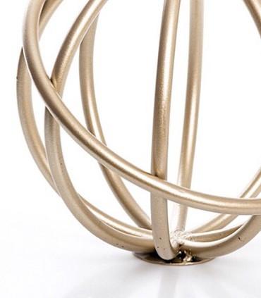 Detalle Figura bola aros dorada 21cm