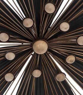 Detalle central Adorno pared metal peq. 37X4X42 negro-oro
