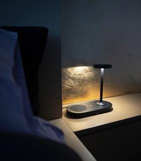 Lámpara de sobremesa con cargador de inducción y USB Ceres negro 7291 Mantra