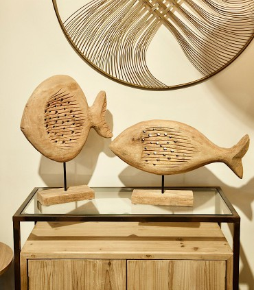 Imagen de ambiente Escultura Pez Madera baja combinada con pez madera alta.